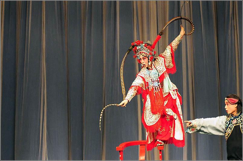 武旦是表演精通武艺的女性角色,分短打武旦和长靠武旦.长