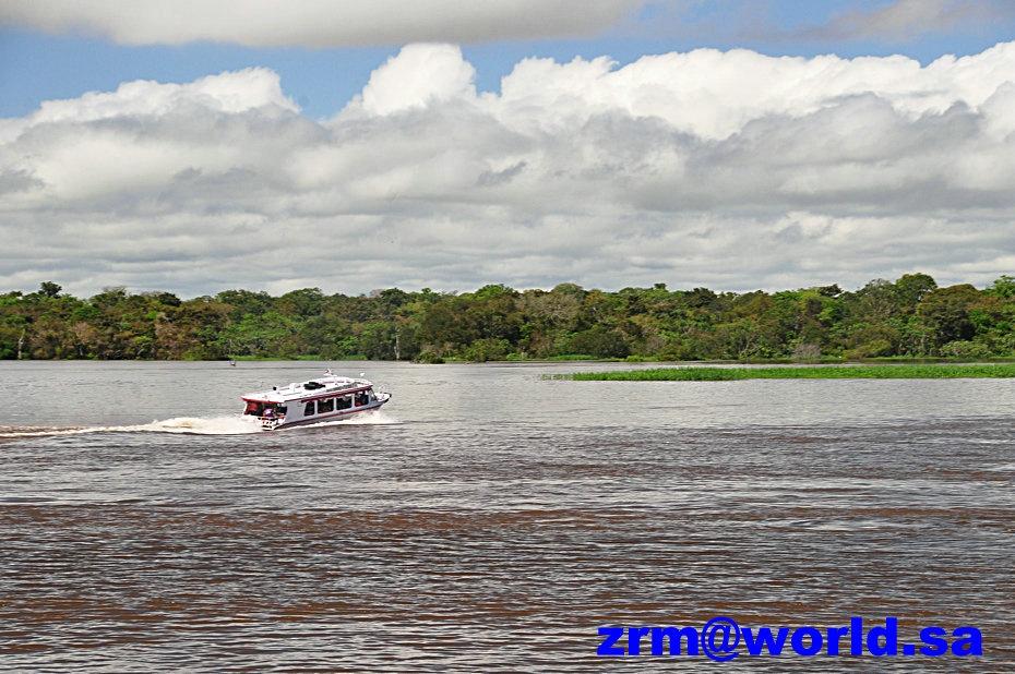 中看到玛瑙斯城依然美丽,跨越黑人河的桥雄伟壮覌