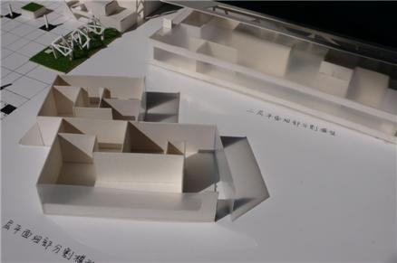 灵感来源于古埃及金字塔底座结构,上层建筑来源于潘多拉的魔盒.
