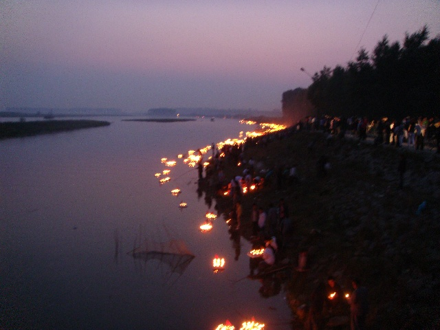 中国吉林省榆树市法藏寺2009年七月十五晚上为七世父母放江灯部分照片