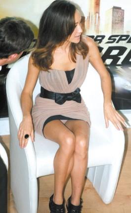 穿齐B超短裙不慎内裤外露的十大女星图片