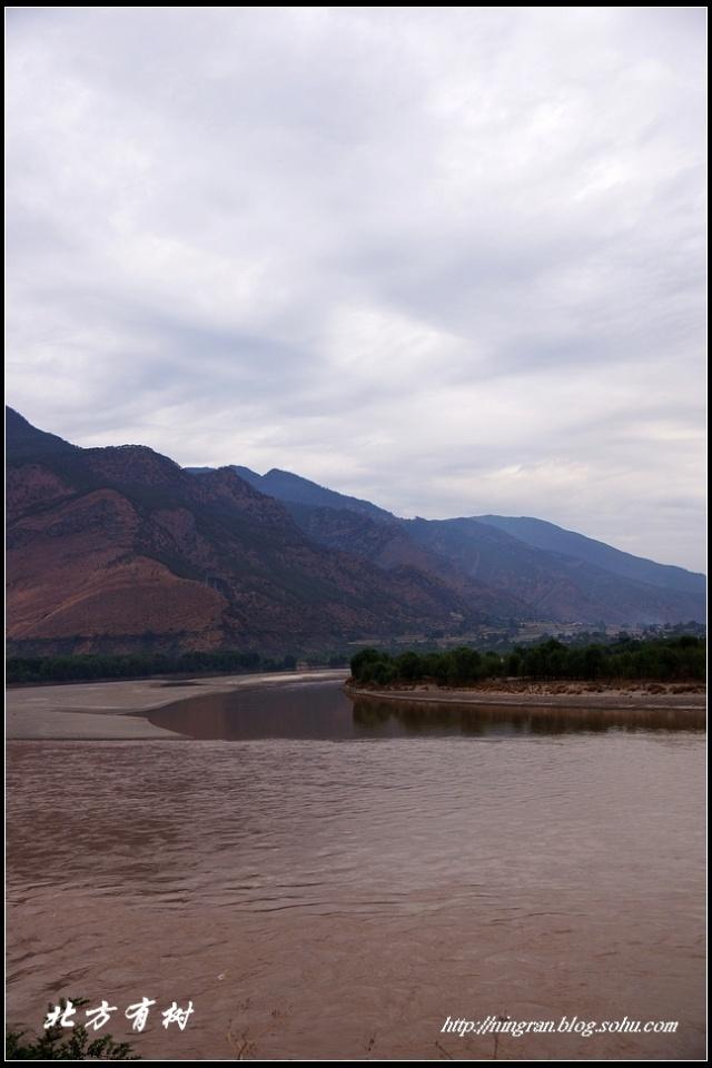 长江第一湾及路边的风景
