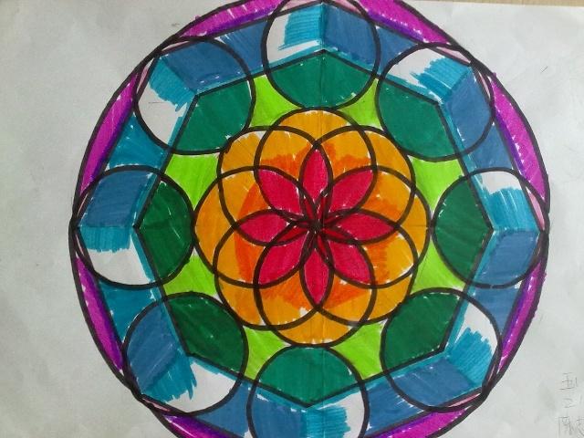 五(2)班学生用圆规画出来的美丽的