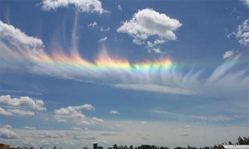 【图片】罕见的火彩虹美景,与椋平虹相似,但更美!